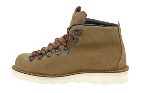 danner-gore-tex-mountain-light-suede-2